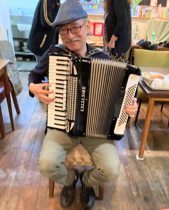 Dotchys played the accordion at Sakura Cafe Kyoto,Japan